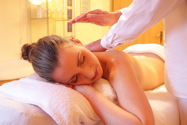 Schönheit kommt auch von innen – eine Massage kann zum Stressabbau beitragen